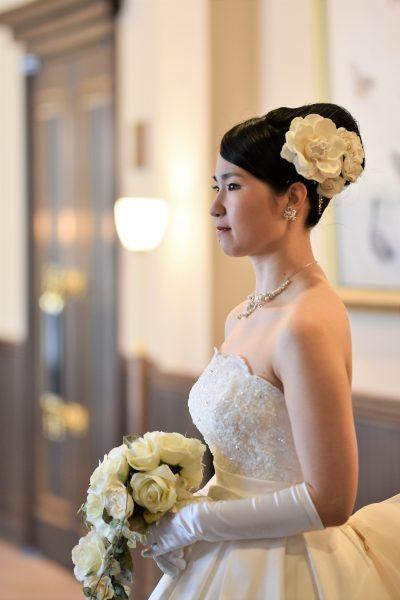 ウェディングドレス花飾り